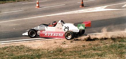 photo-reynard-89-jb-a-l-attaque-a-rouen jb emeric avec une voiture de l ecole de pilotage